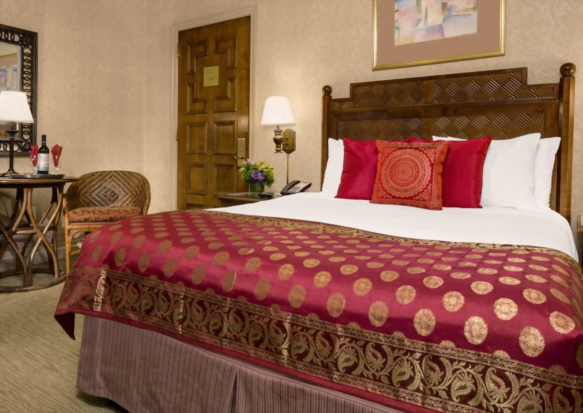 Deluxe Room with 1 Queen Bed