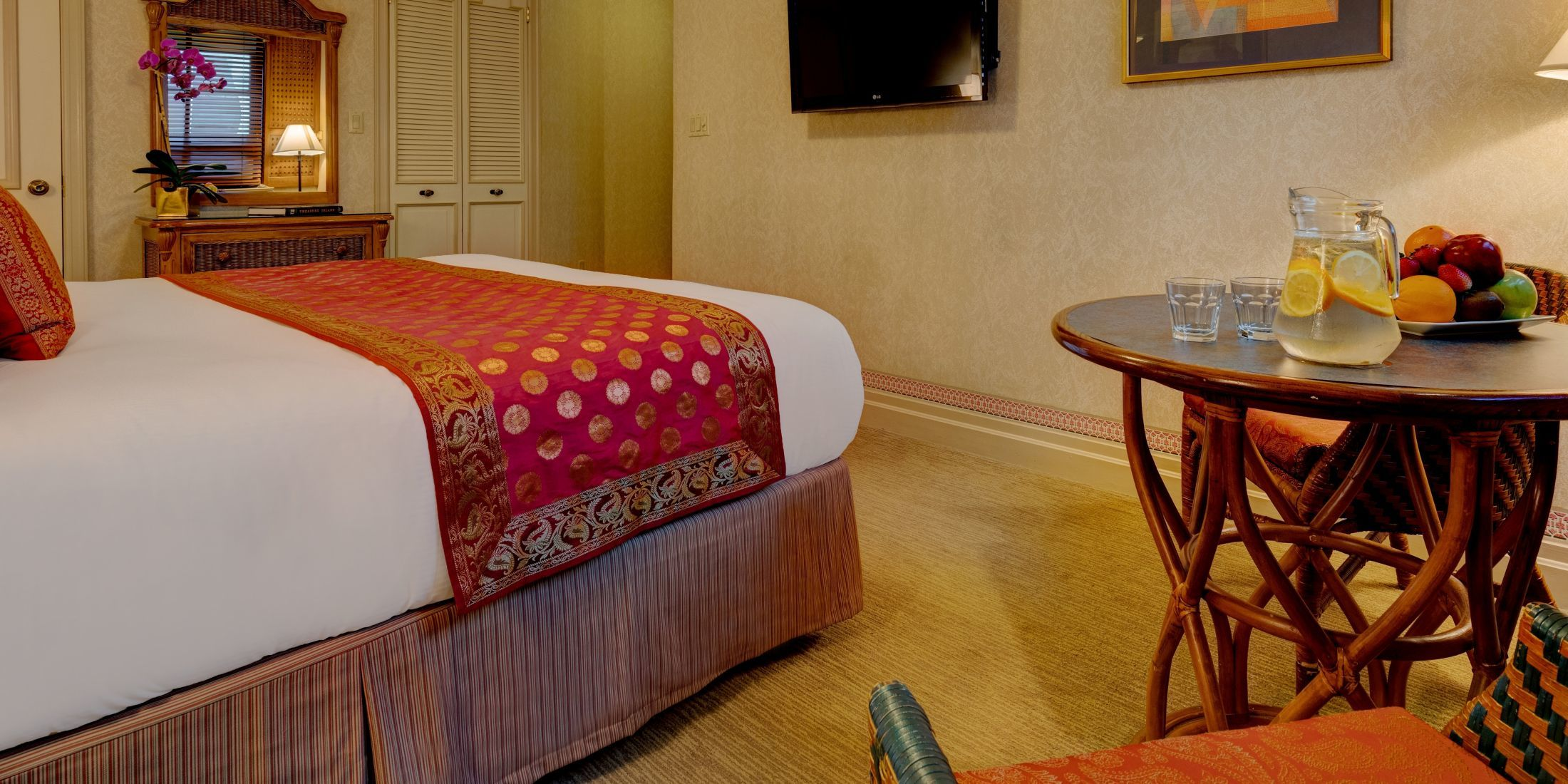 Premium Rooms with 1 King Sized bed are approximately 275 square feet with bistro table and 2 chairs.
