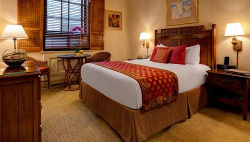 Our Petite Rooms with 1 modified Queen Sized Bed are approximately 225 Square Feet!